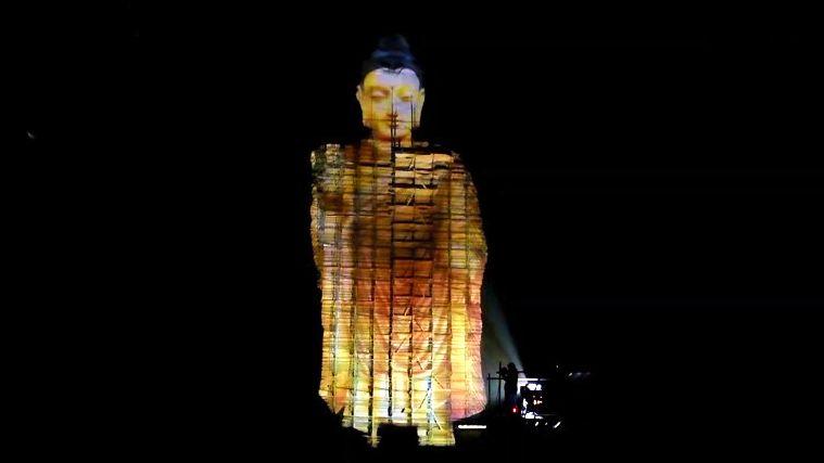 Video: Před 20lety Tálibán zničil bámjánské Buddhy, jeden se zjevil ve 3D