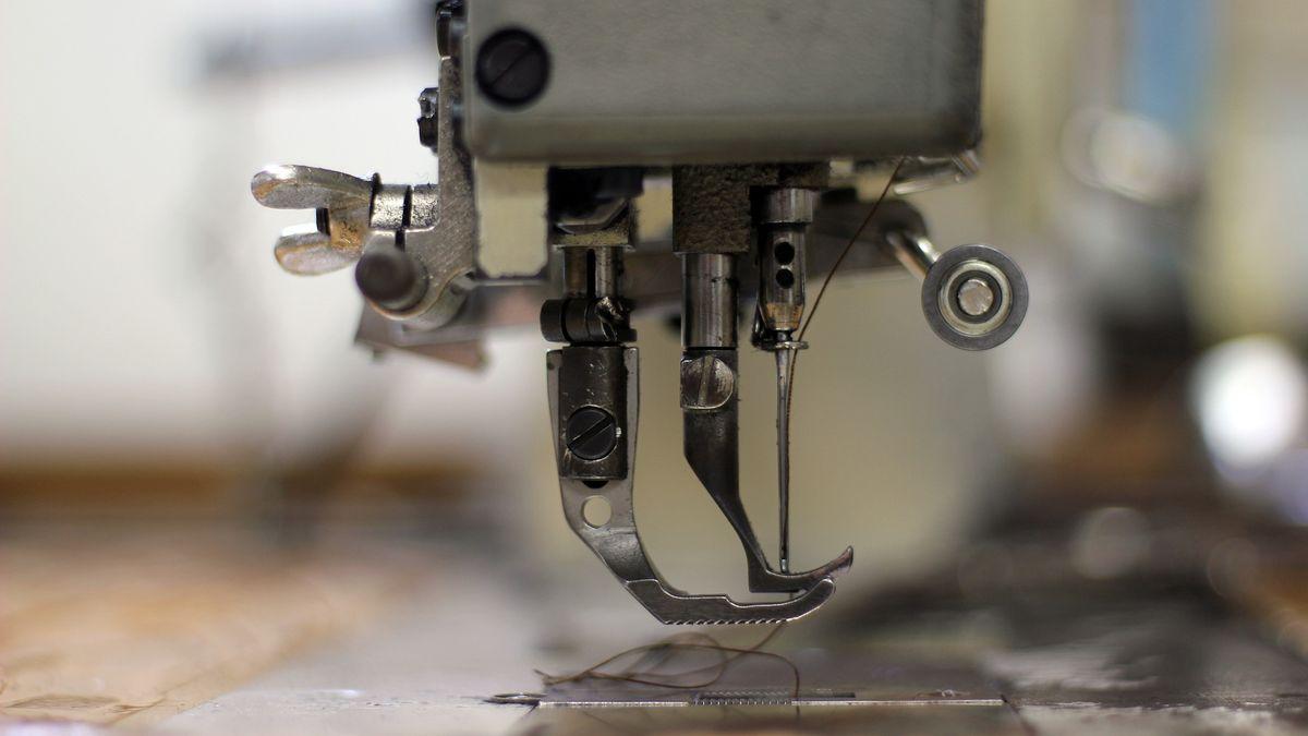 Jako rovný srovným. Světové textilky se spojují proti Zaře, H&M atd.
