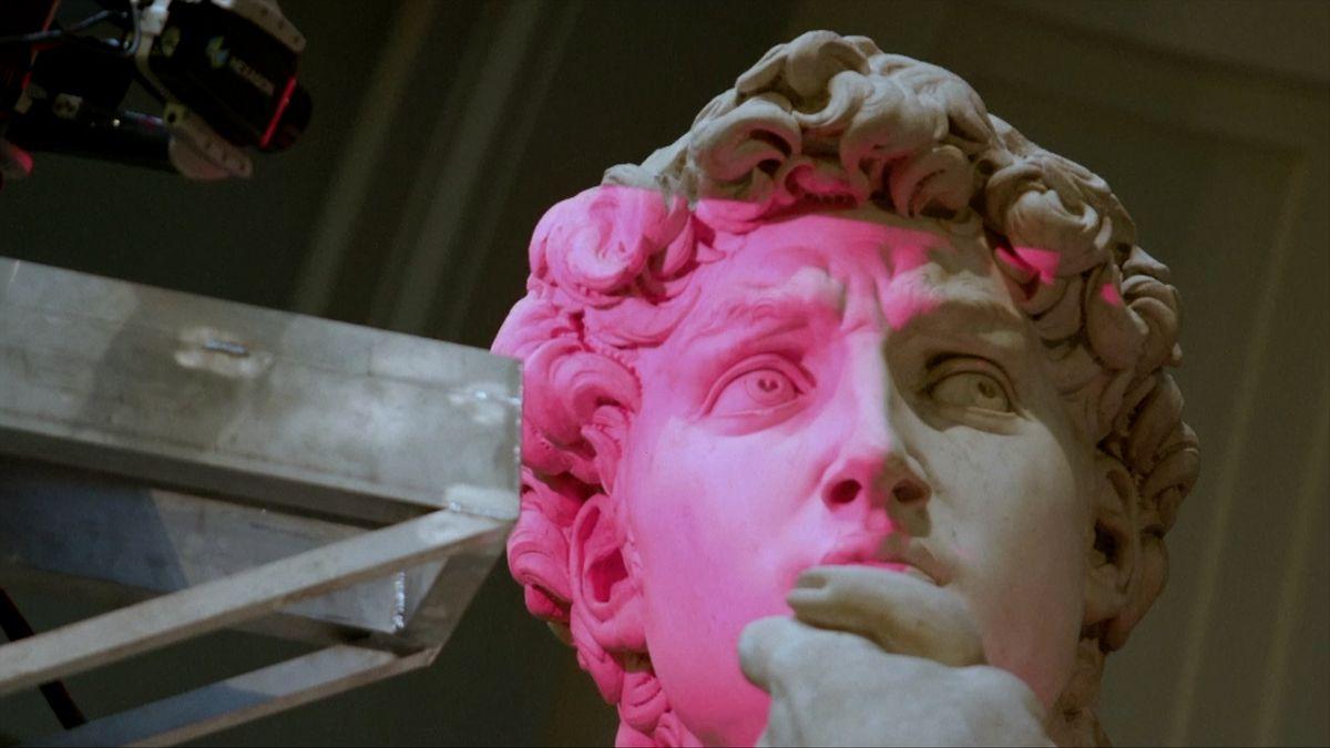 """Přesný klon sochy Davida z3D tiskárny teď potahují """"kamennou kůží"""""""
