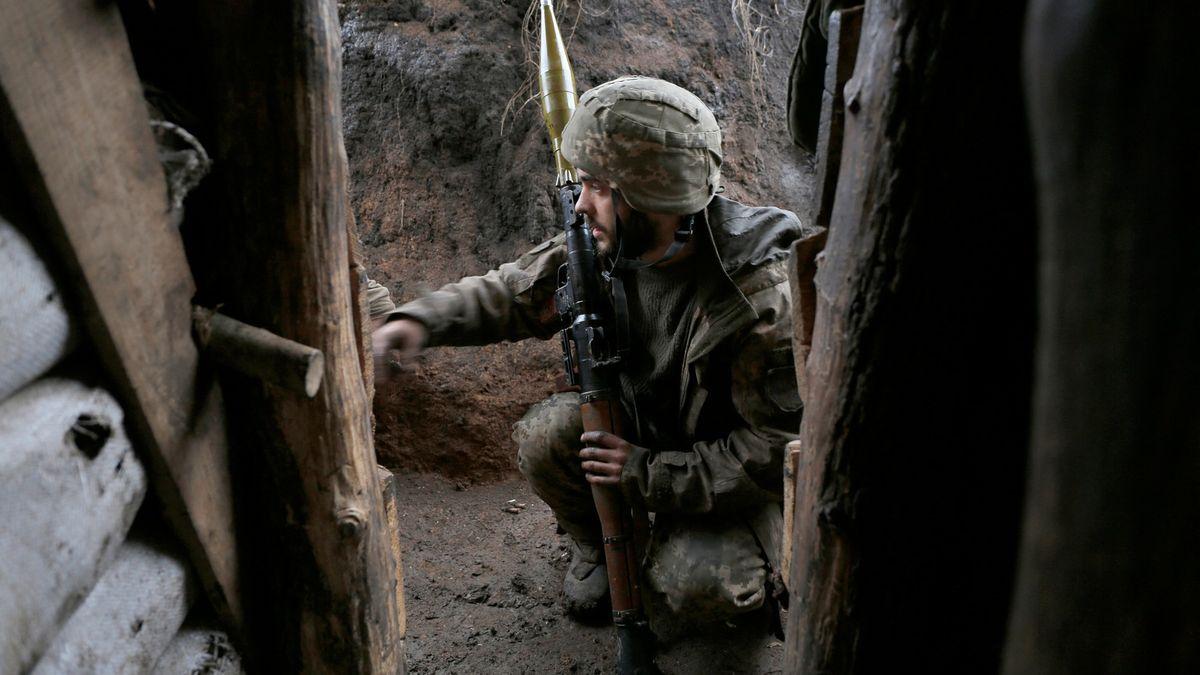 Na východě Ukrajiny se střílí, Moskva a Kyjev se obviňují zprovokací