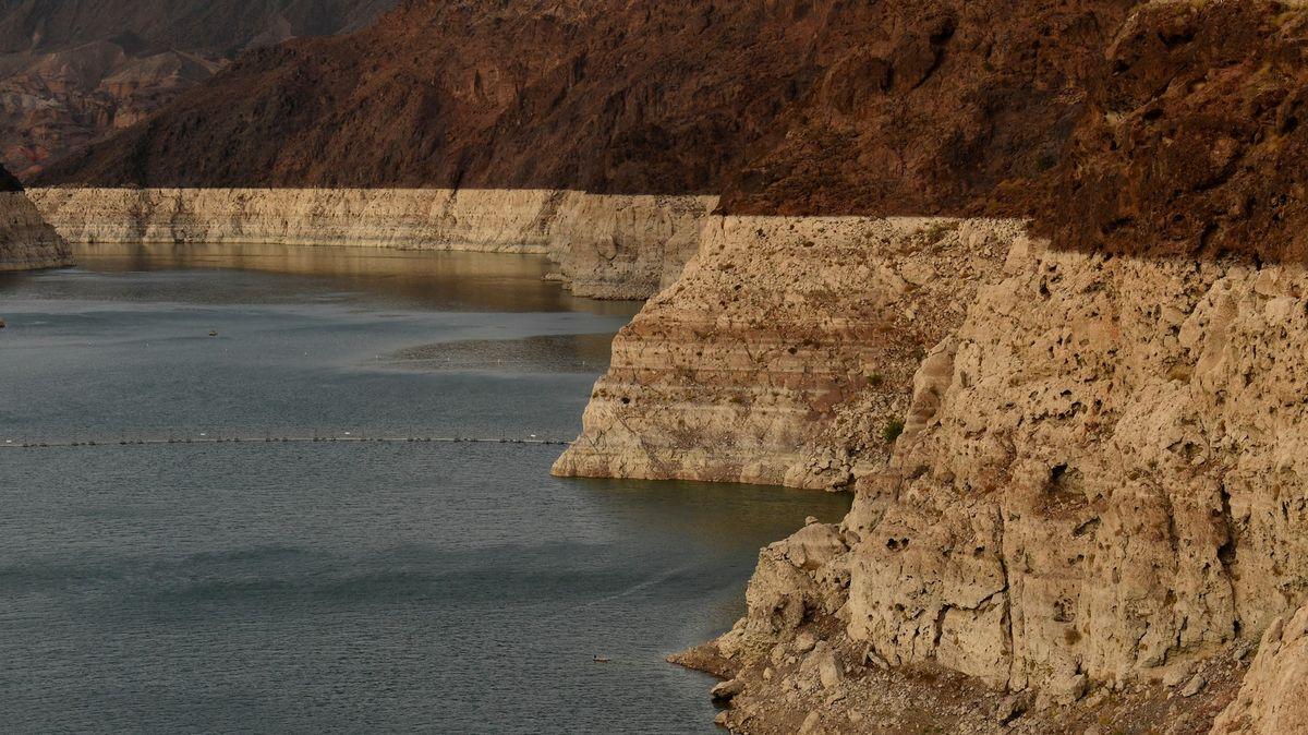 """""""Čekejte suchou budoucnost."""" Největší přehrada USA poprvé kriticky vyschla"""
