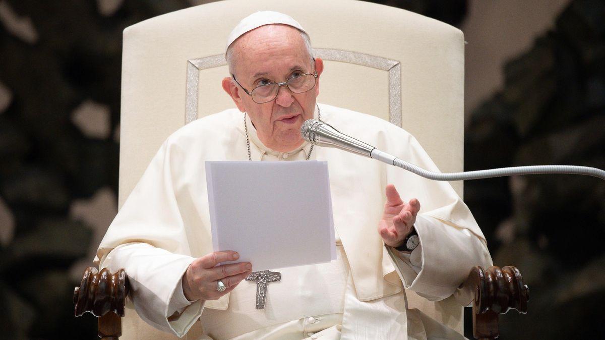 """Papež označil očkování za """"akt lásky"""". Ve Vatikánu už funguje covid pas"""