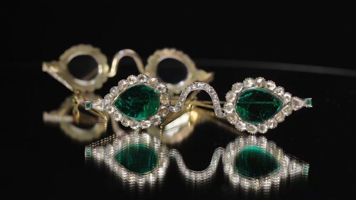 Pohled skrz diamanty vyjde na miliony dolarů. Starobylé brýle jdou do aukce