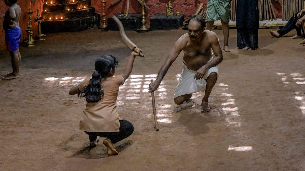 Fotky: Babička oživuje nejstarší indické bojové umění
