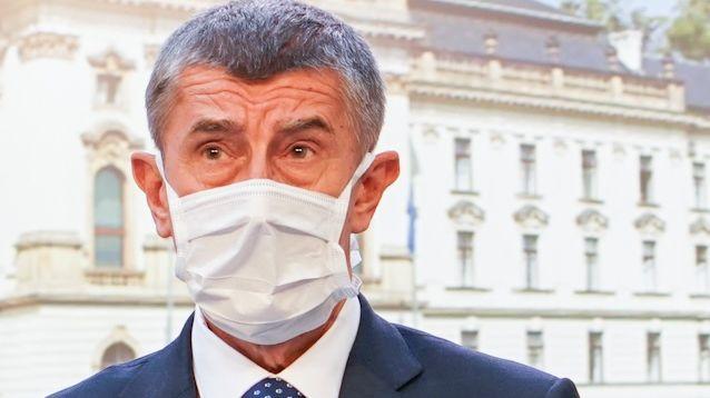 Babiš chce zrušit ochranné štíty pro kadeřníky, navrhne to vládě