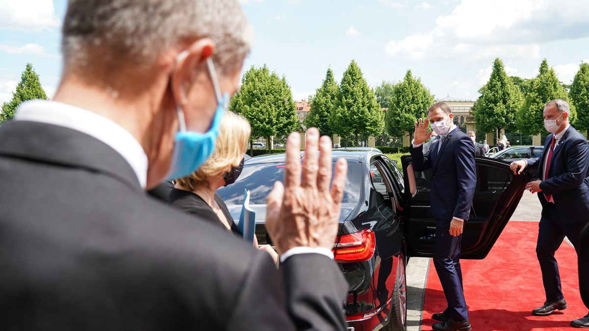 Úřad vlády ukázal, jak Babiš pohostil Matoviče