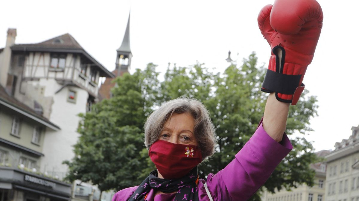 Konec domácího násilí a diskriminace. Švýcarky křičely za rovnoprávnost