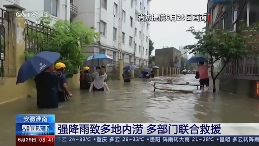 Video: Nejméně 12osob přišlo oživot při záplavách na jihozápadě Číny