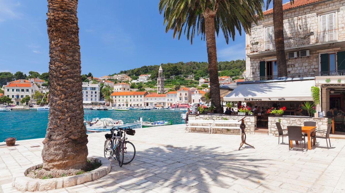 Cizincům dráž, místním levněji. Chorvatské restaurace porušují zákon