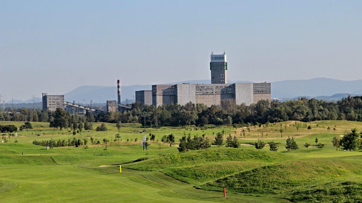 """Bitva o """"uhelný"""" golf: stát chce Bakalovy pozemky, Babiš odkup odmítal"""