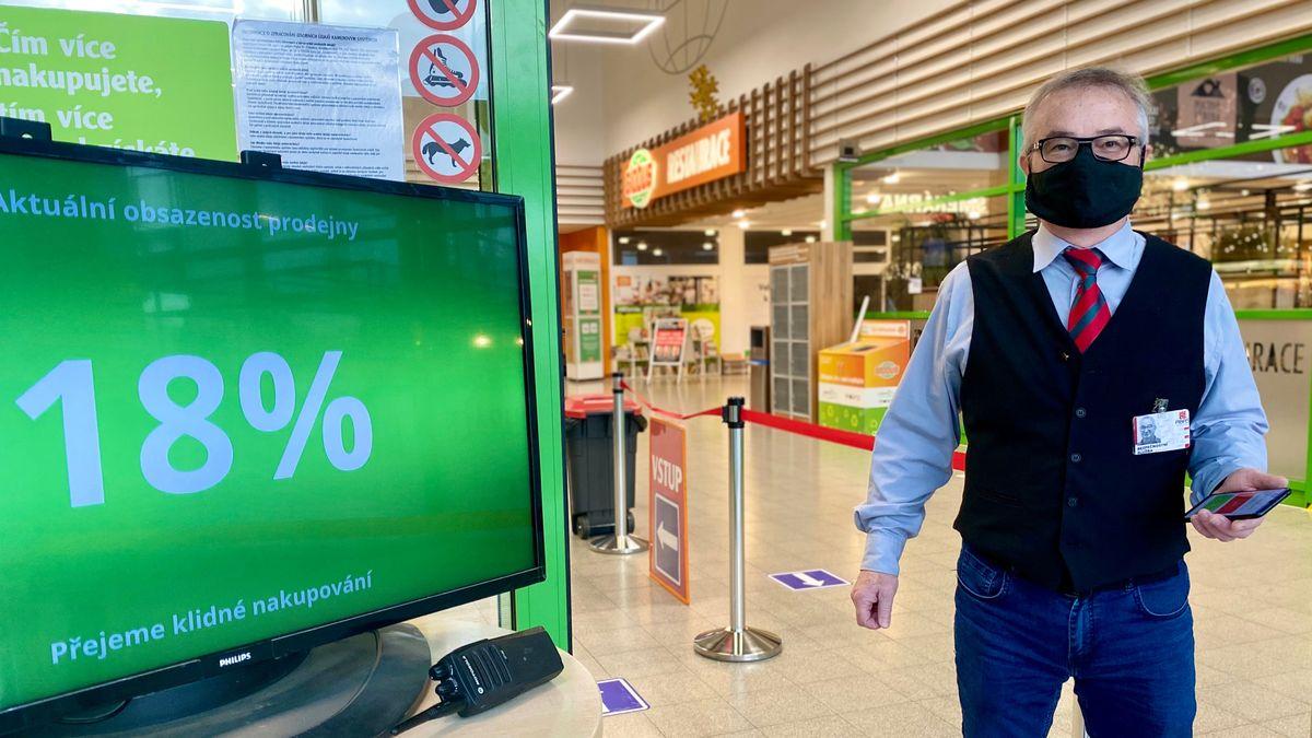 Markety láká on-line. Výdejny staví Globus, e-shop zvažují Albert či Penny