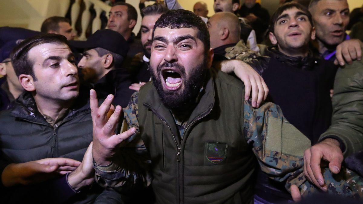 Válka oKarabach končí. Rozzuření Arméni vyšli do ulic
