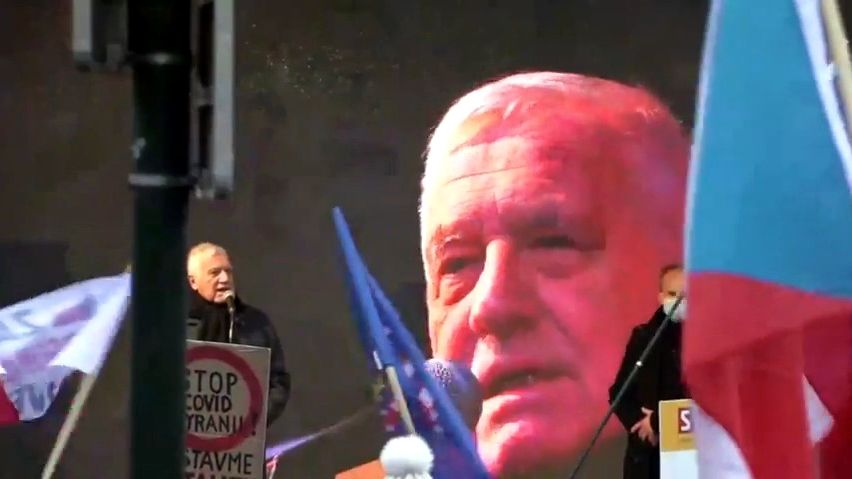 VPraze protestovalo na 3000lidí, exprezident Klaus veřejně odmítl očkování