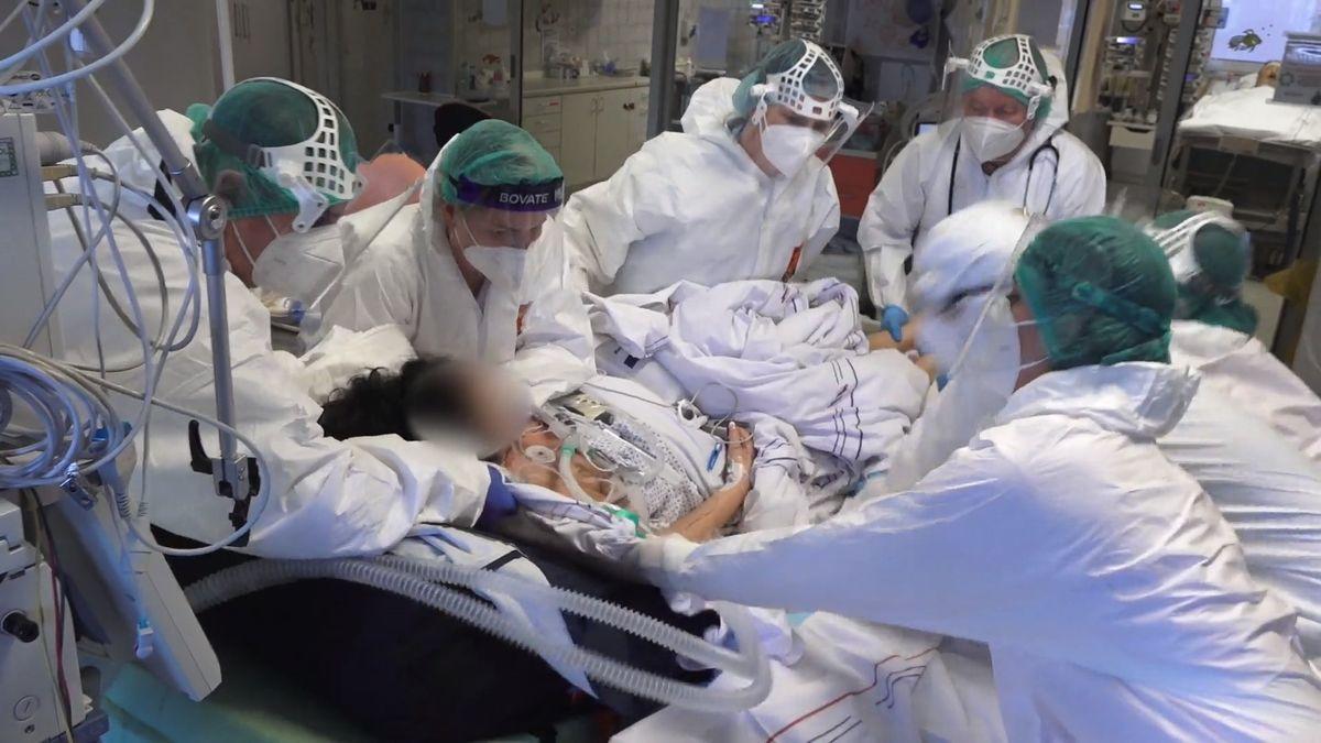 Video znemocnice na hraně: Už ošetřujeme pacienty mladé jako my