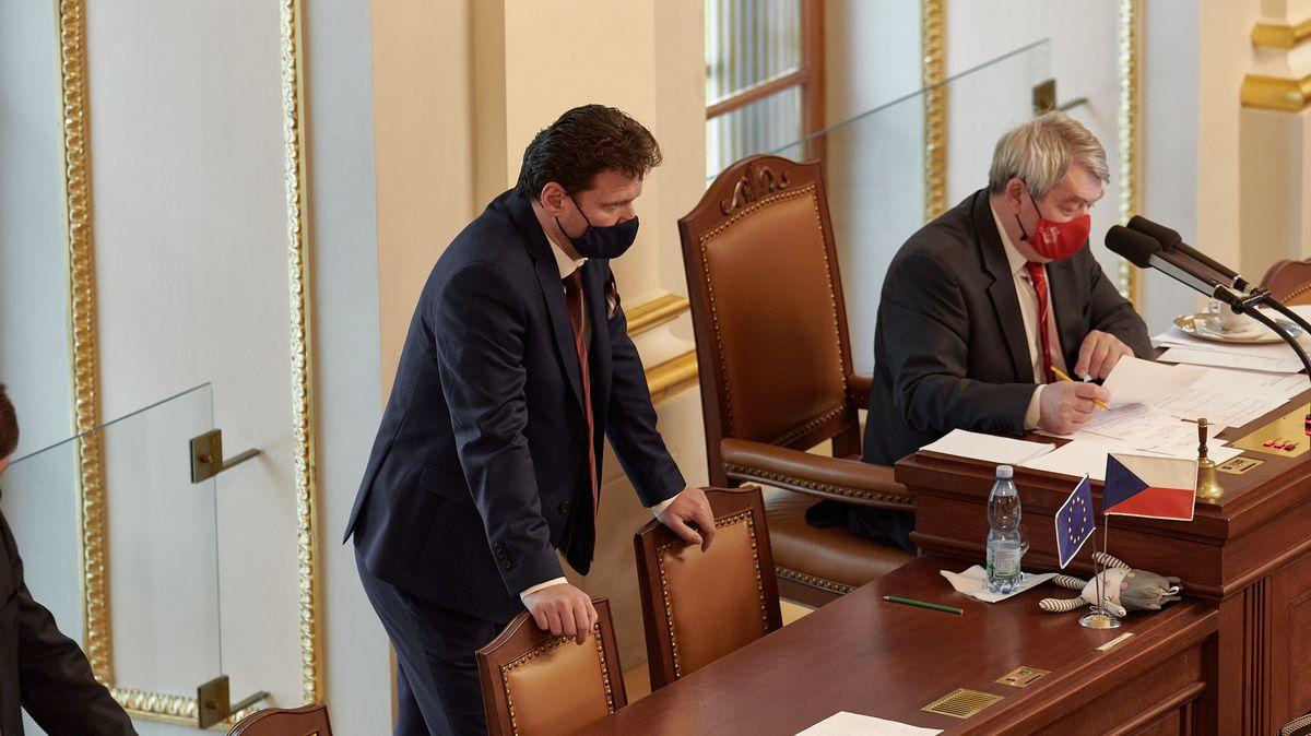"""Strany hledají předsedu Sněmovny. Po volbách bude klíčový v """"boji"""" sHradem"""