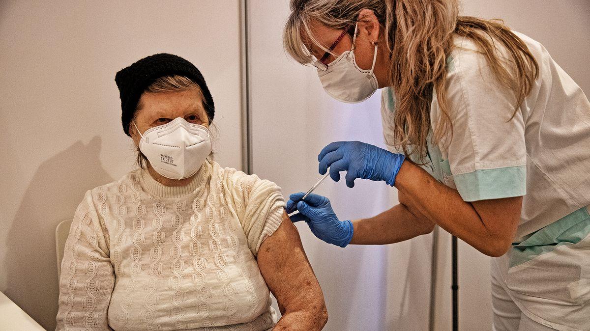Očkování opět zpomalilo