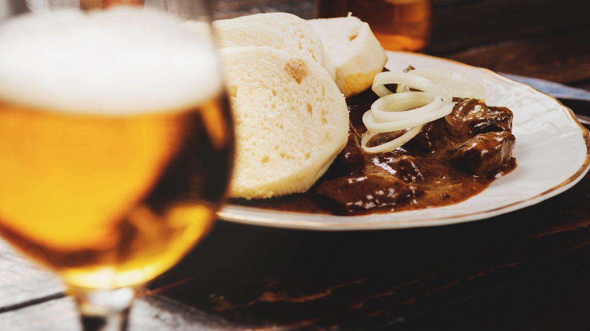 Guláš a pivo. Tak budeme jíst, pokud projdou kvóty, varuje Prouza