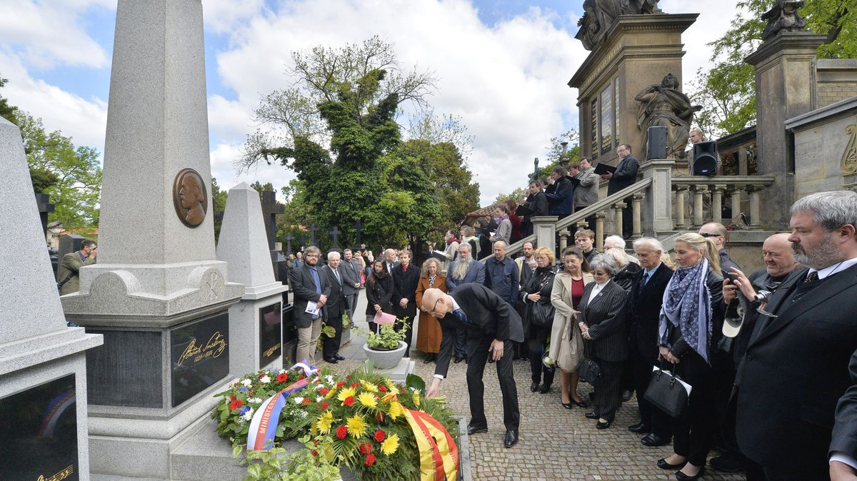 Dost bylo celebrit. Hrob na Vyšehradě může získat každý čestný občan Prahy