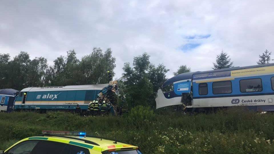 Na Domažlicku se srazily vlaky, až pět desítek zraněných