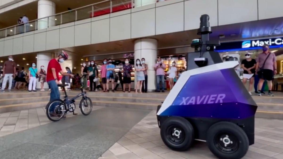 Covidová opatření hlídají vSingapuru roboti. Terminátora zatím nepřipomínají
