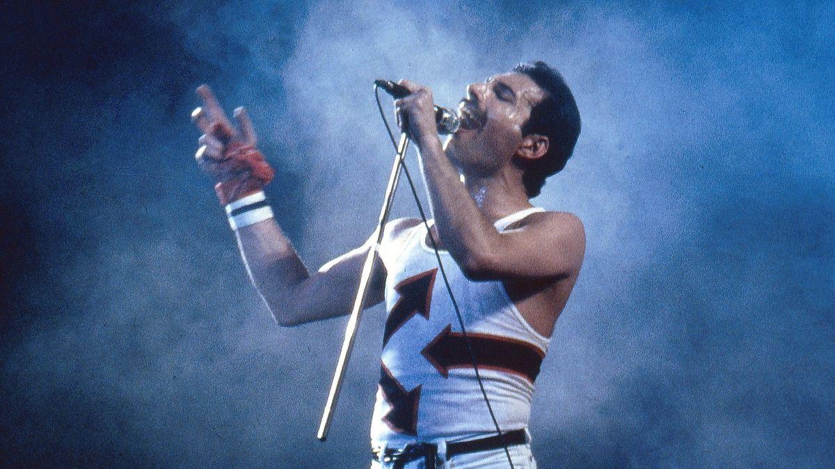 Oslavil by 75.narozeniny. Mercuryho tabu straší západní společnost dodnes