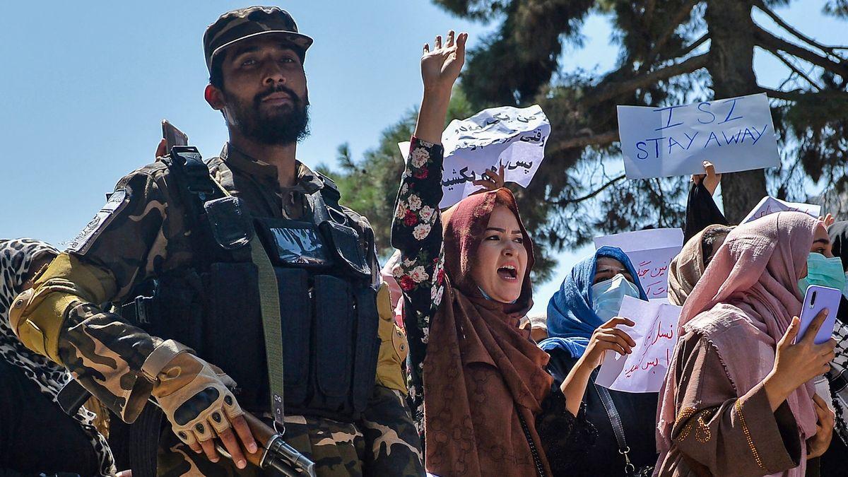 Tálibán ukázal, že odpor nestrpí. Pátrá po rozehnaných demonstrantech