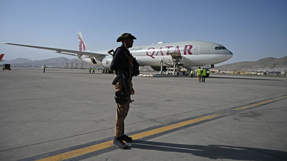 Tálibán umožní dalším lidem opustit zemi. První stovka už je vKataru