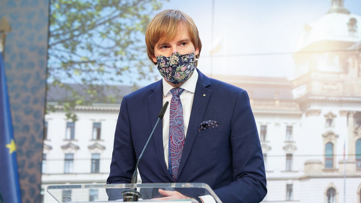 Stovky nově nakažených na Karvinsku. Ministr Vojtěch pojede na místo