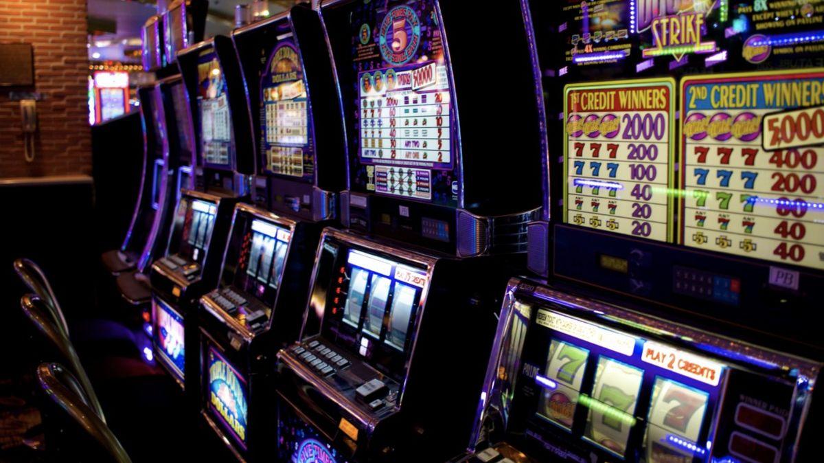Chomutov pro hazard. Město schválilo návrat výherních automatů