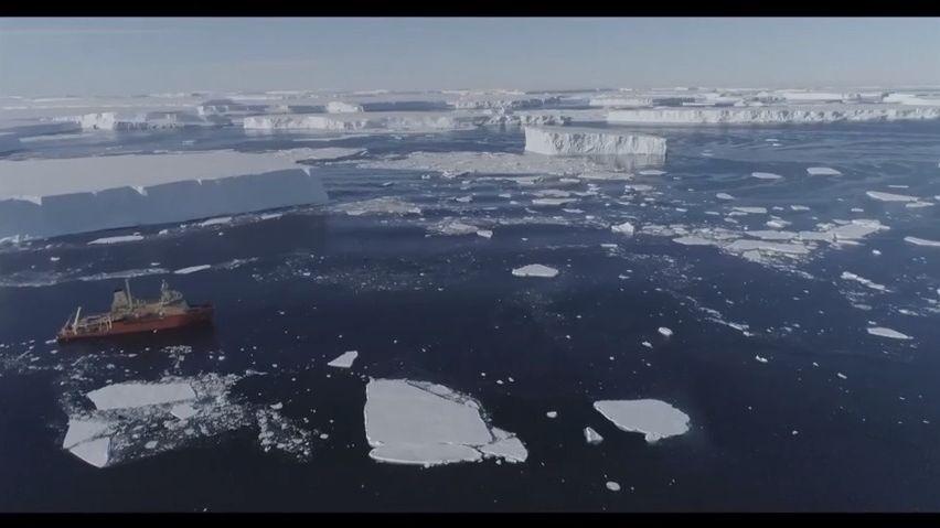 Obří ledovec vypadá uvnitř jako ementál. Vědci varují, že způsobí zkázu