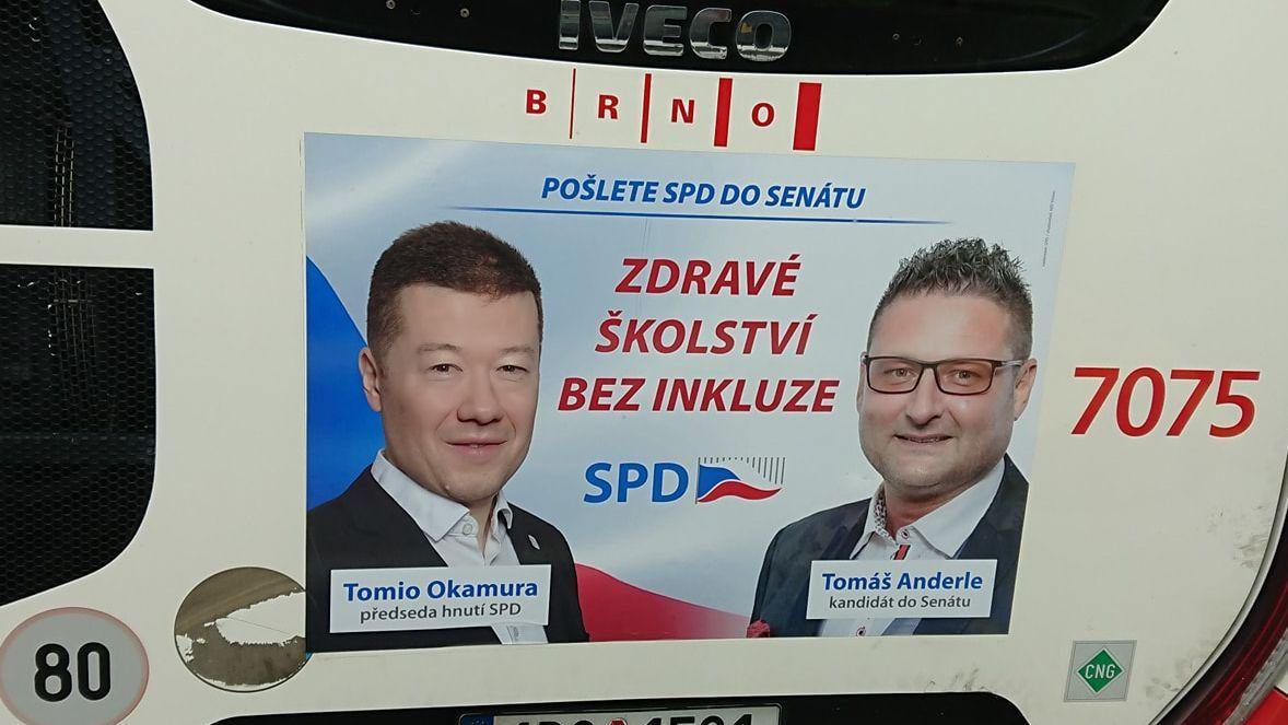 Řidič dopravního podniku odmítl řídit autobus se sloganem SPD. Jde ojeho děti