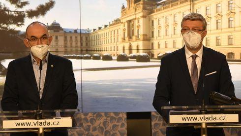 Česko mohou sevřít ještě tvrdší zákazy, Babiš chce delší nouzový stav