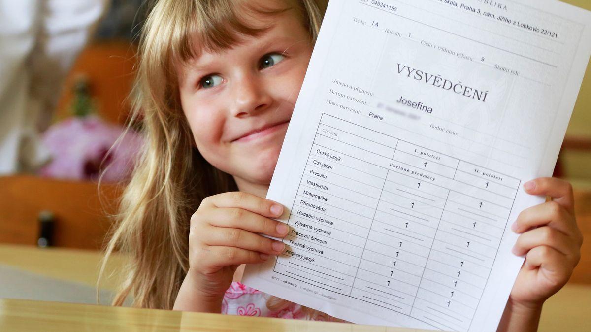 Známky, nebo slovní hodnocení? Takto by mělo ideálně vypadat