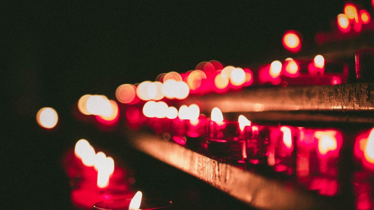 Kpoctě Jana Palacha vznikl ve Zlíně řetěz ze svíček