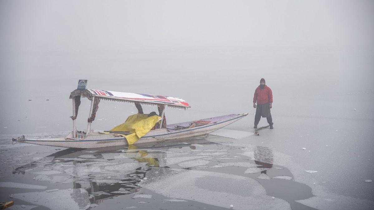 Fotky ze zamrzlého Kašmíru: Takovou zimu tu neměli 30let