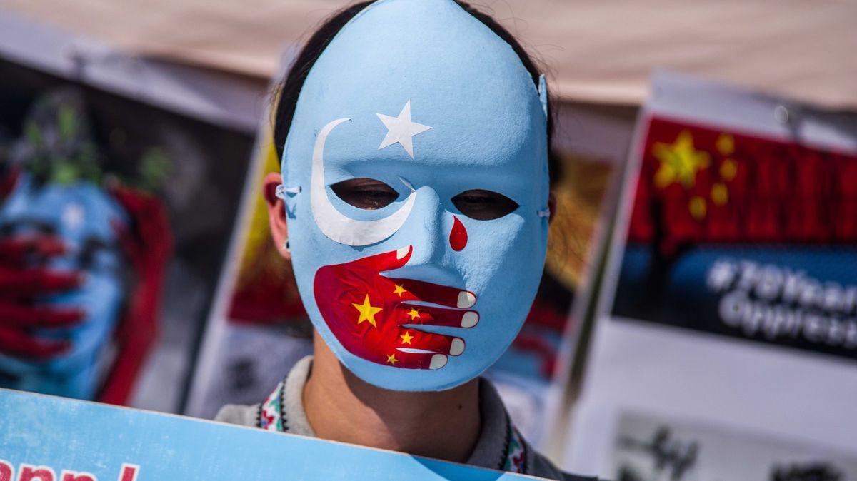 První evropská země uznala, že Ujgurové vČíně čelí genocidě
