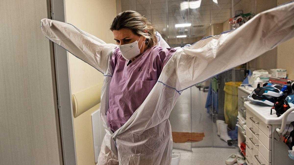 Vojenská nemocnice Brno zakázala návštěvy kvůli pacientům scovidem-19