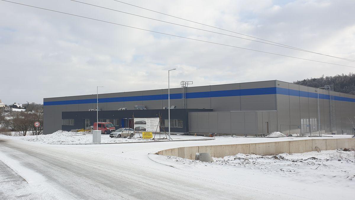 Česko má první továrnu na plasty budoucnosti. Staré PET lahve dováží