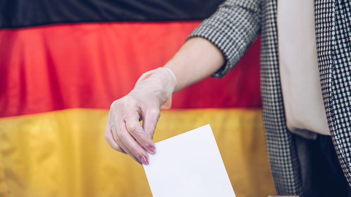 Němci mohou ve volbách vybírat zneonacistů, komunistů, zahrádkářů išprýmařů