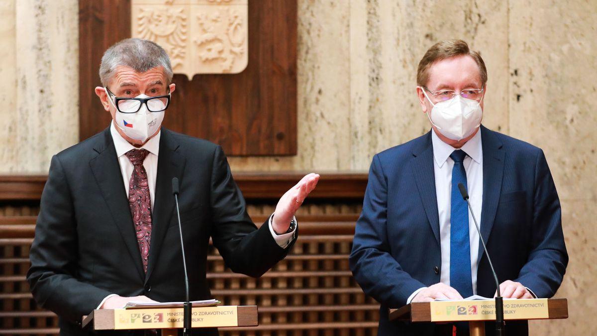 Komentář: Vláda dál jede apríl a nesměje se už vůbec nikdo