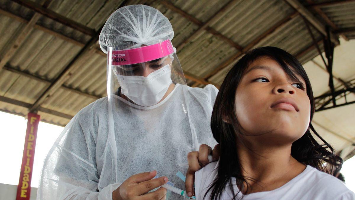 Děti, vakcíny a návrat knormálu. Pfizer je okrok blíž a vědci mu fandí