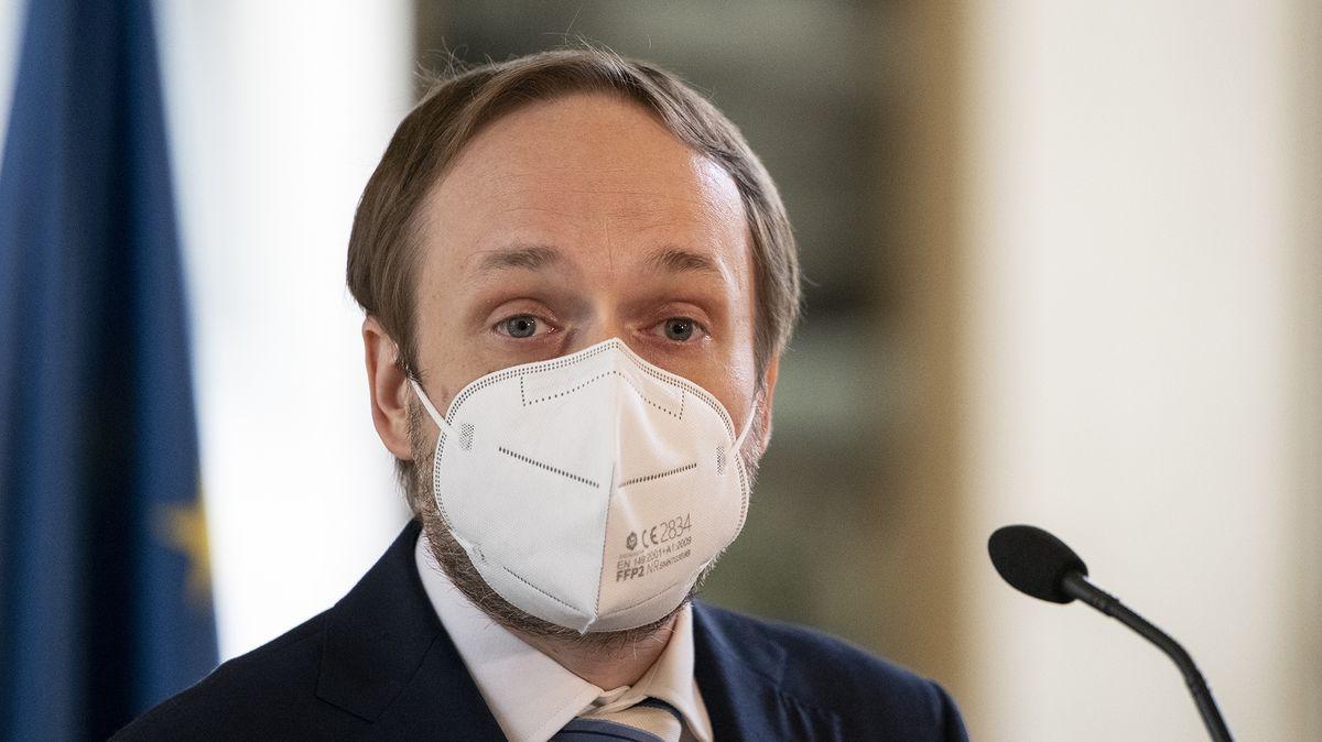 Ministr zahraničí: Češi by měli sdovolenou ještě počkat