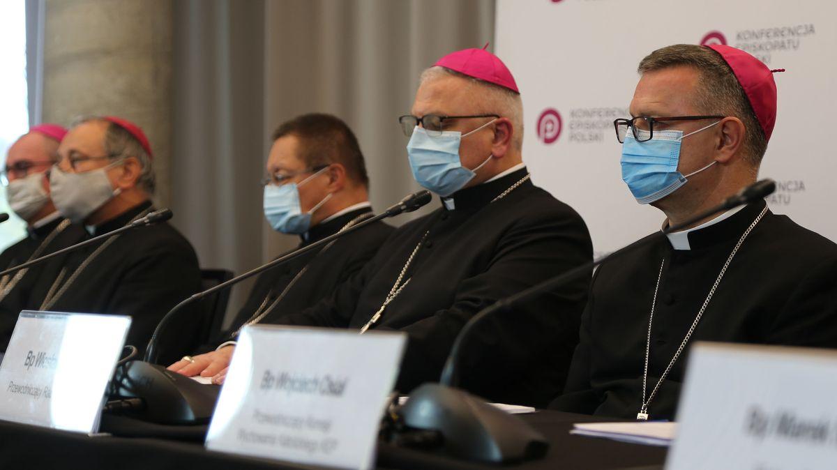 Dvě vakcíny proti covidu-19jsou nemorální, varují polští biskupové