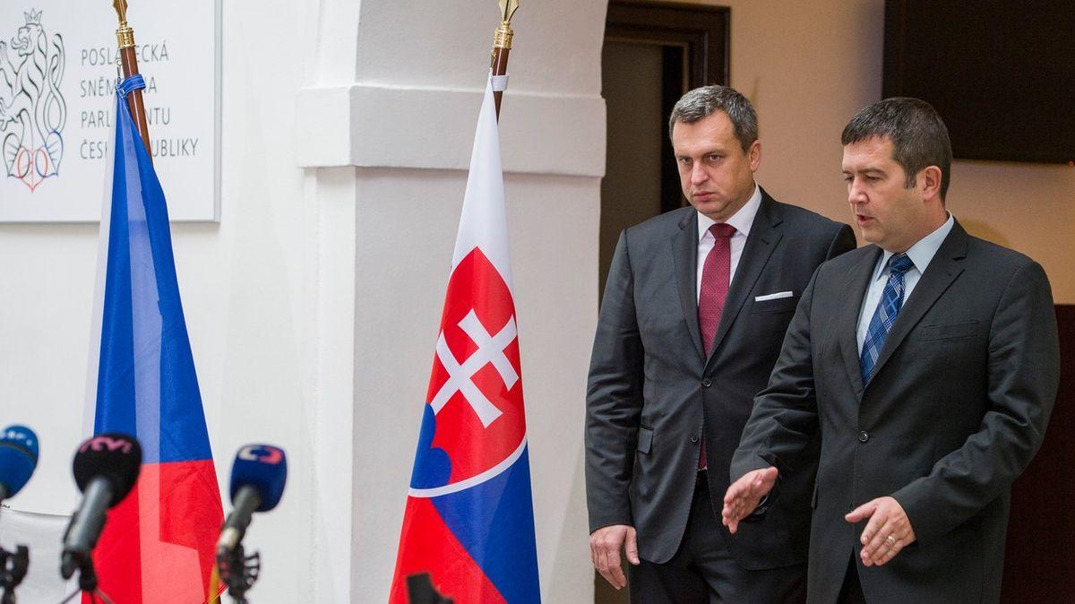 Koho bere Hamáček do Moskvy? Popletu a ruskou spojku vregionu