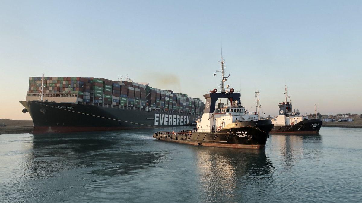 Blokovala Suez, teď je rukojmím. Egypt chce miliardy jako odškodné