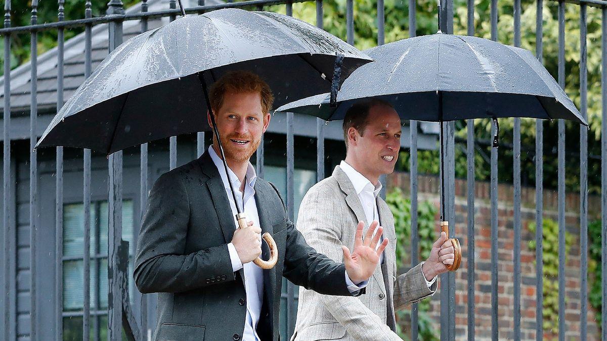Princové Harry a William uctili dědečka Philipa. Každý zvlášť