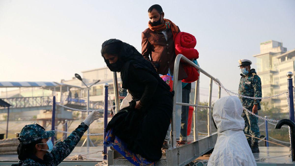 Brutální zbití a zpátky na moře. Řecko čelí žalobě kvůli uprchlíkům