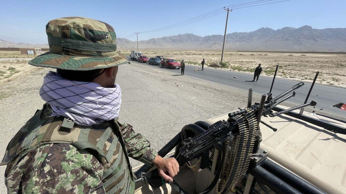 Proč Tálibán vyhrál tak rychle? Špatná morálka, chybějící žold iméně vojáků