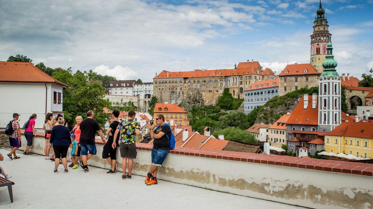 Na hrady a zámky přišlo o200tisíc lidí méně než loni. Nadějí je srpen