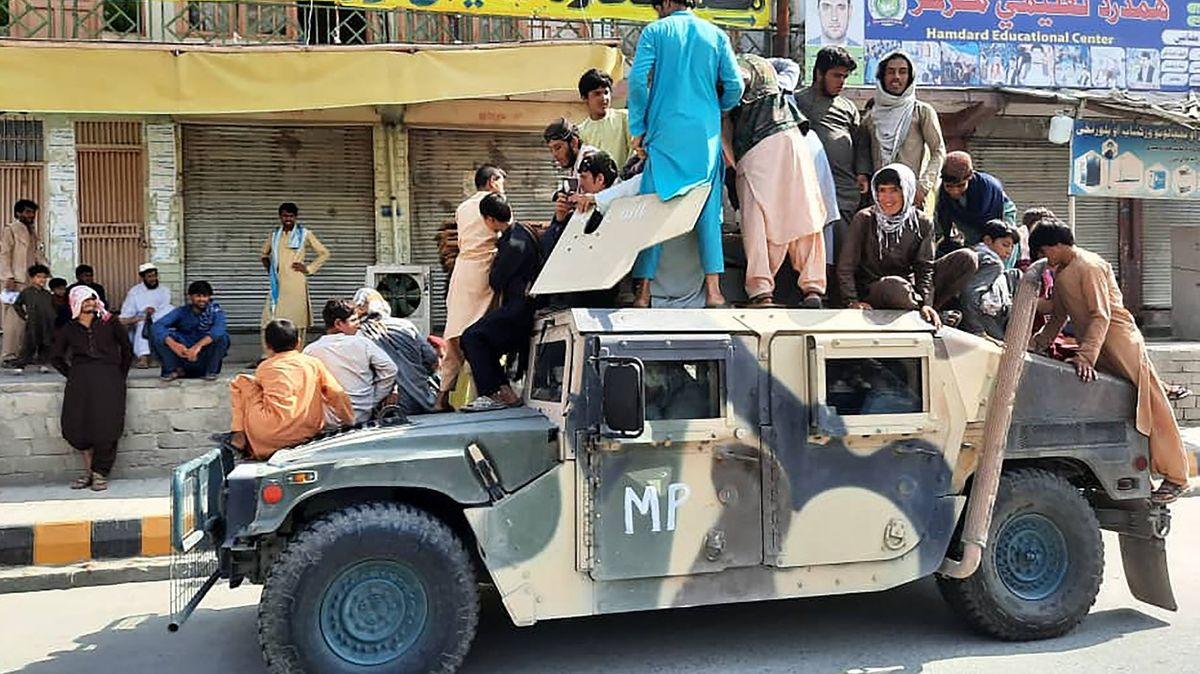Tálibán získal obří výzbroj, kterou neumí používat
